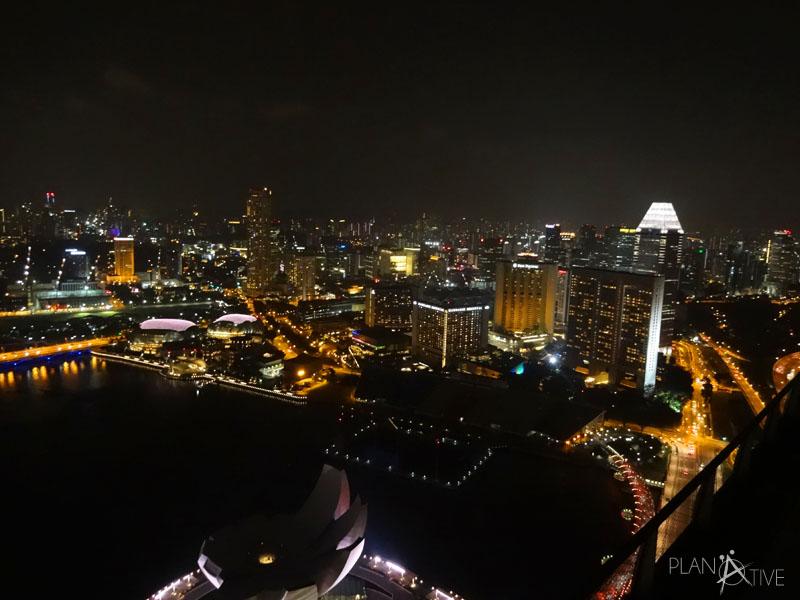 Blick von der Restaurant Terrasse des Ku-De-Ta auf dem Skydeck des Marina Bay Sands Hotels, Singapore (copyright: planätive)