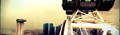 Singapore Flyer eines der Wahrzeichen Singapurs - © Planätive