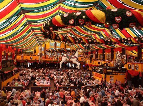 Festzelt am Oktoberfest München