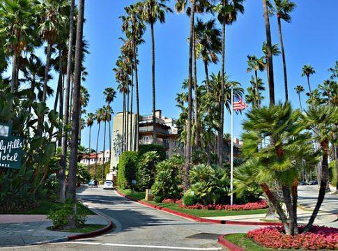 Ist das Beverly Hills Hotel das berühmte Hotel California?- Bild von Roselie bei pixabay