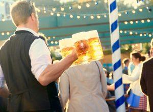 Mass Bier auf der Wiesn am Oktoberfest München